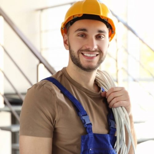 electrician-holding-wires-affiliatepromarketing